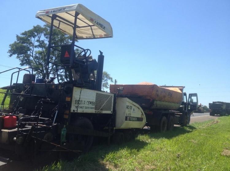 Aluguel de acabadora de asfalto