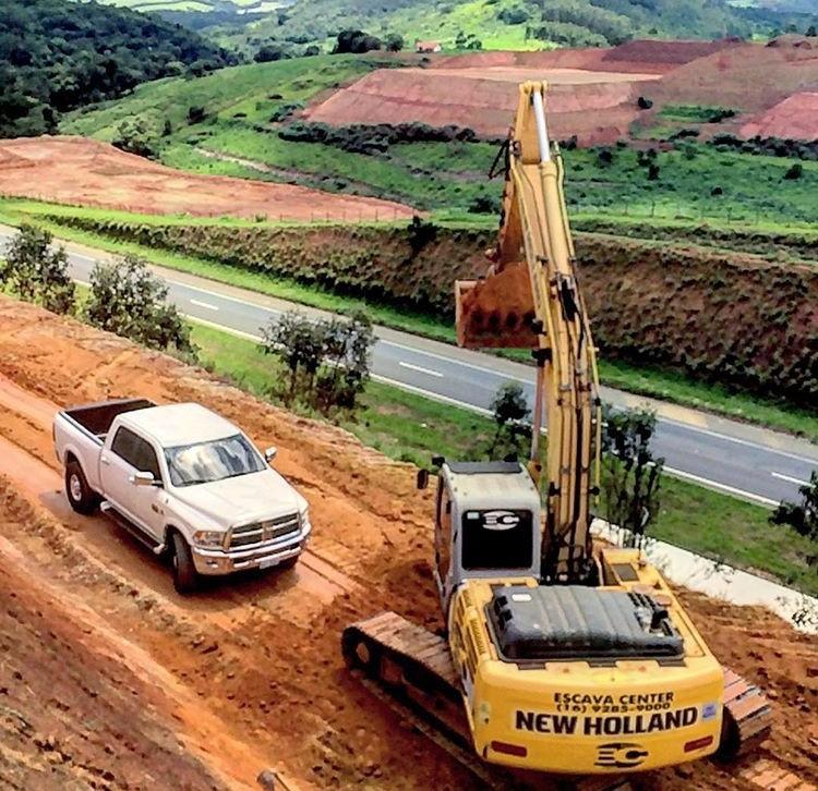 Locação de escavadeira hidráulica